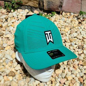 Nike Tiger Woods Aerobill Classic 99 Fitted green